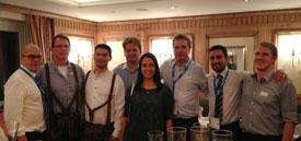 Genießen bayerische Gemütlichkeit: Wolfgang Glasner und Luis Moscardi mit Kunden aus Lateinamerika und den Vereinigten Arabischen Emiraten.
