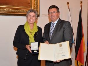 Staatsmedaille für besondere Verdienste um die bayerische Wirtschaft_2014_Hannelore Spangler