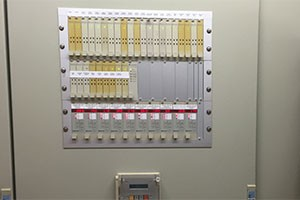 Newsletter-Schaltschrank-alten-Trennverstaerkern-SPANGLER-Automation