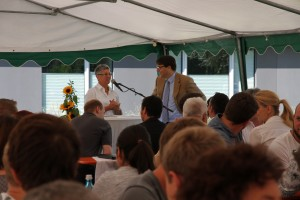 Frau Spangler und Herr Dr. Rong eröffnen die Feierstunde